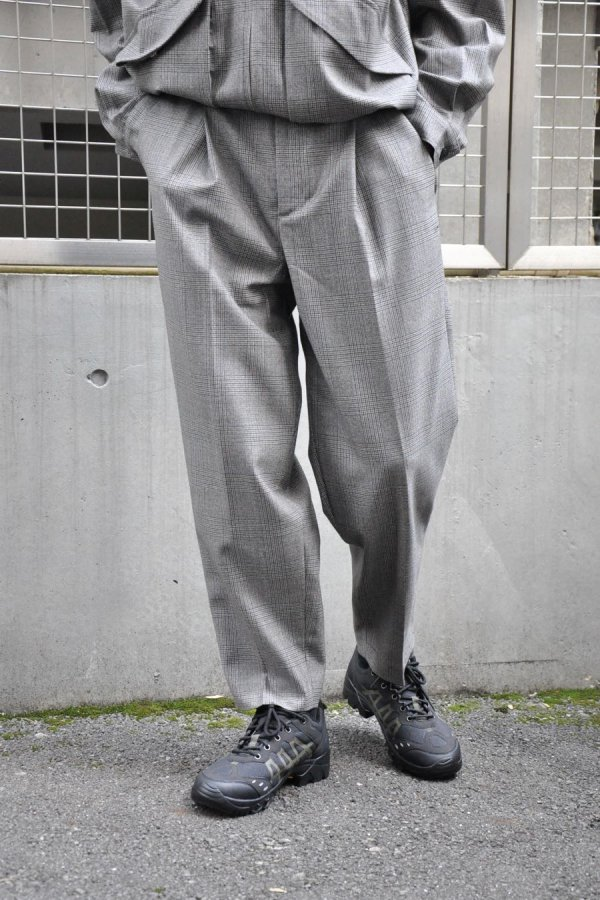 LOWNN / Neo Pleated wide trousers / Light Grey check