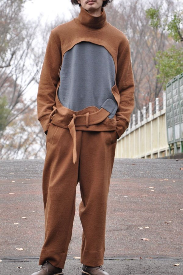 Mai Gidah / TWO-TONE TURTLE-NECK JUMPER WITH CUT-OUT EMBELLISHMENT / OCHRE AND DARK MUD