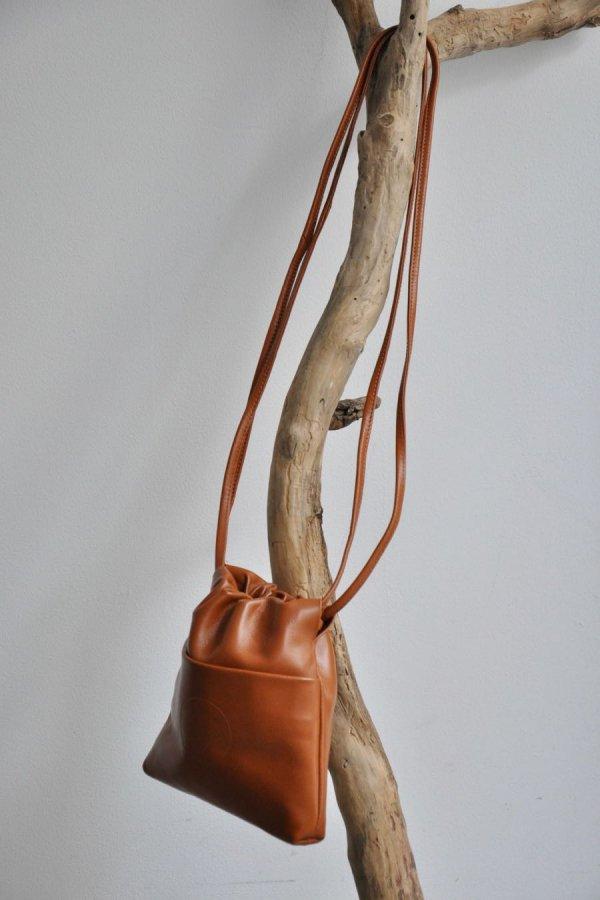 COSMIC WONDER / Light leather drawstring bag / BROWN