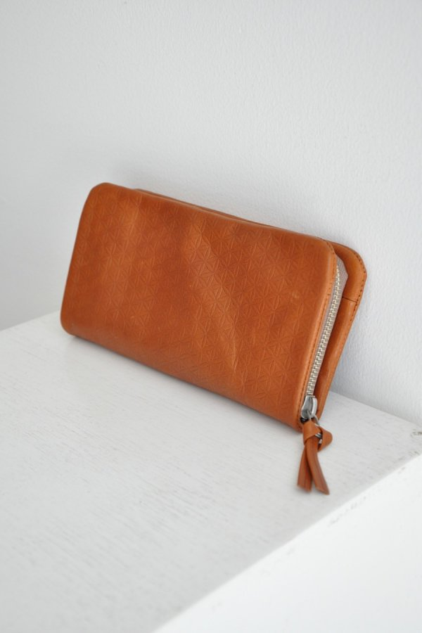 COSMIC WONDER / Naturally tanned leather wallet with fastener / BROWN