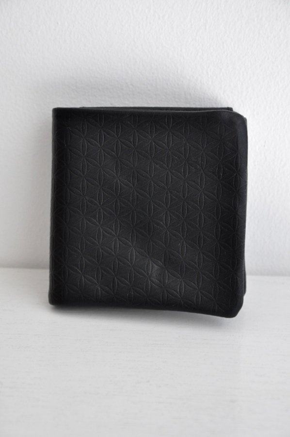 COSMIC WONDER / Naturally tanned leather bifold wallet / BLACK