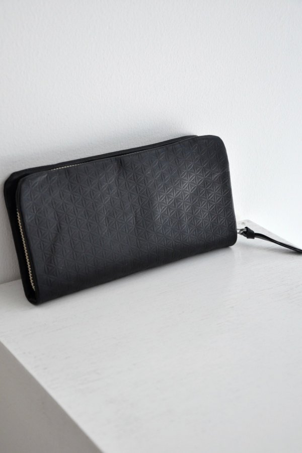 COSMIC WONDER / Naturally tanned leather wallet with fastener / BLACK