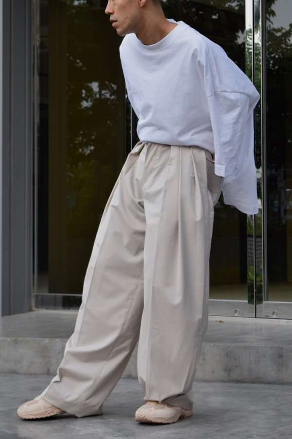UNTITLED COLECTIVE / 3PLEAT TROUSERS / PEBBLE