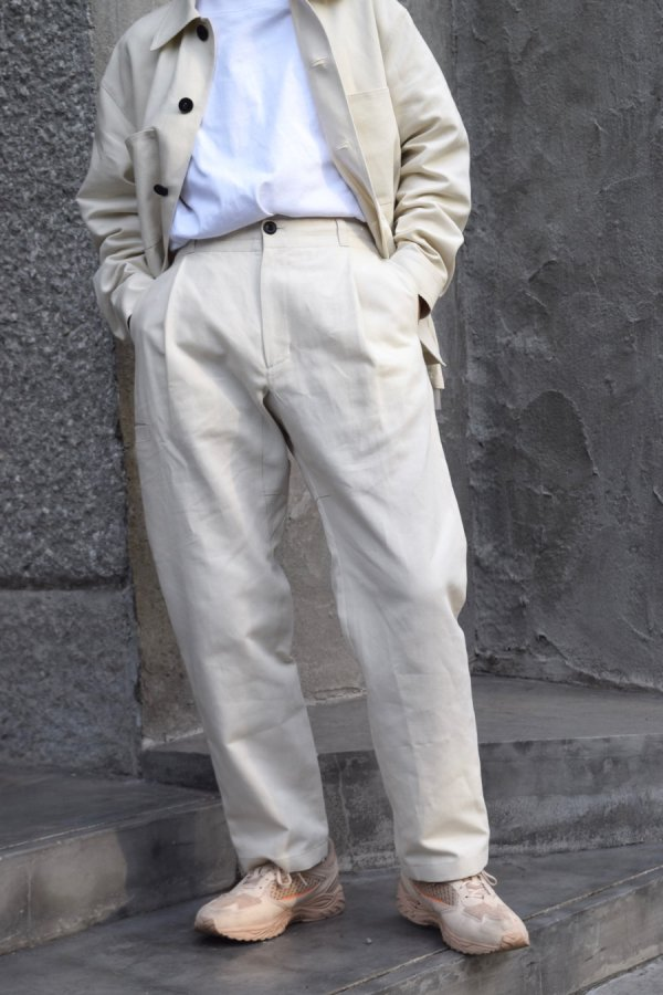 UNTITLED COLECTIVE / TUCK TROUSERS / ECRU