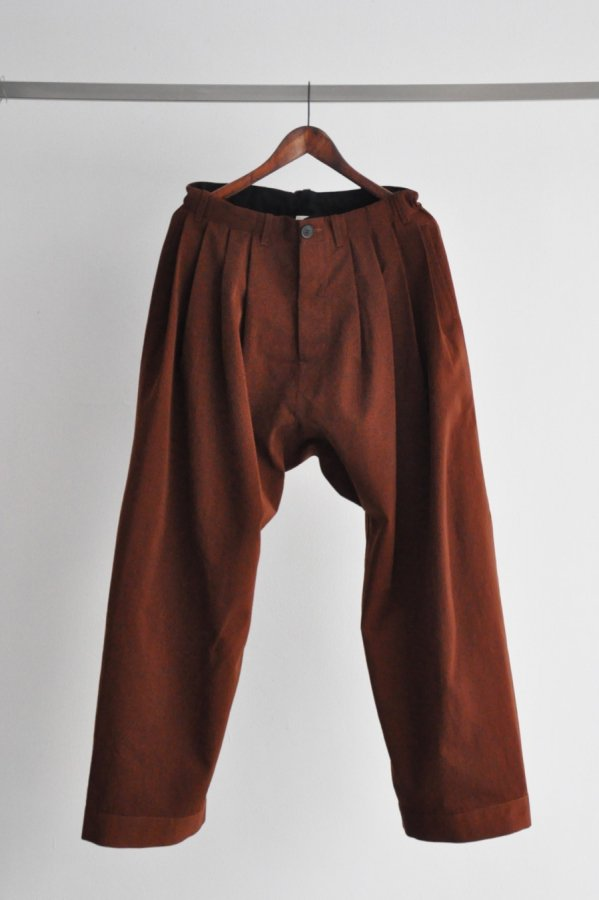 JAN JAN VAN ESSCHE / LOOSE FIT PLEATED TROUSERS WITH DRAWSTRING / REDWOOD DRY WOOL TWILL