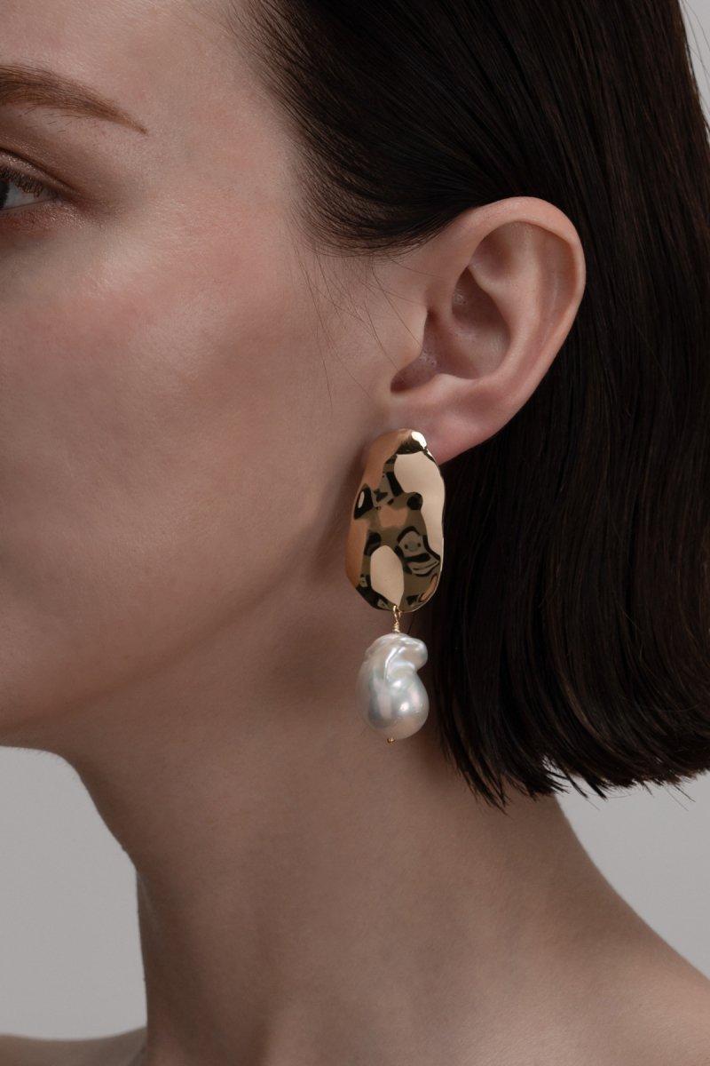 Baroque pearl drop pierce