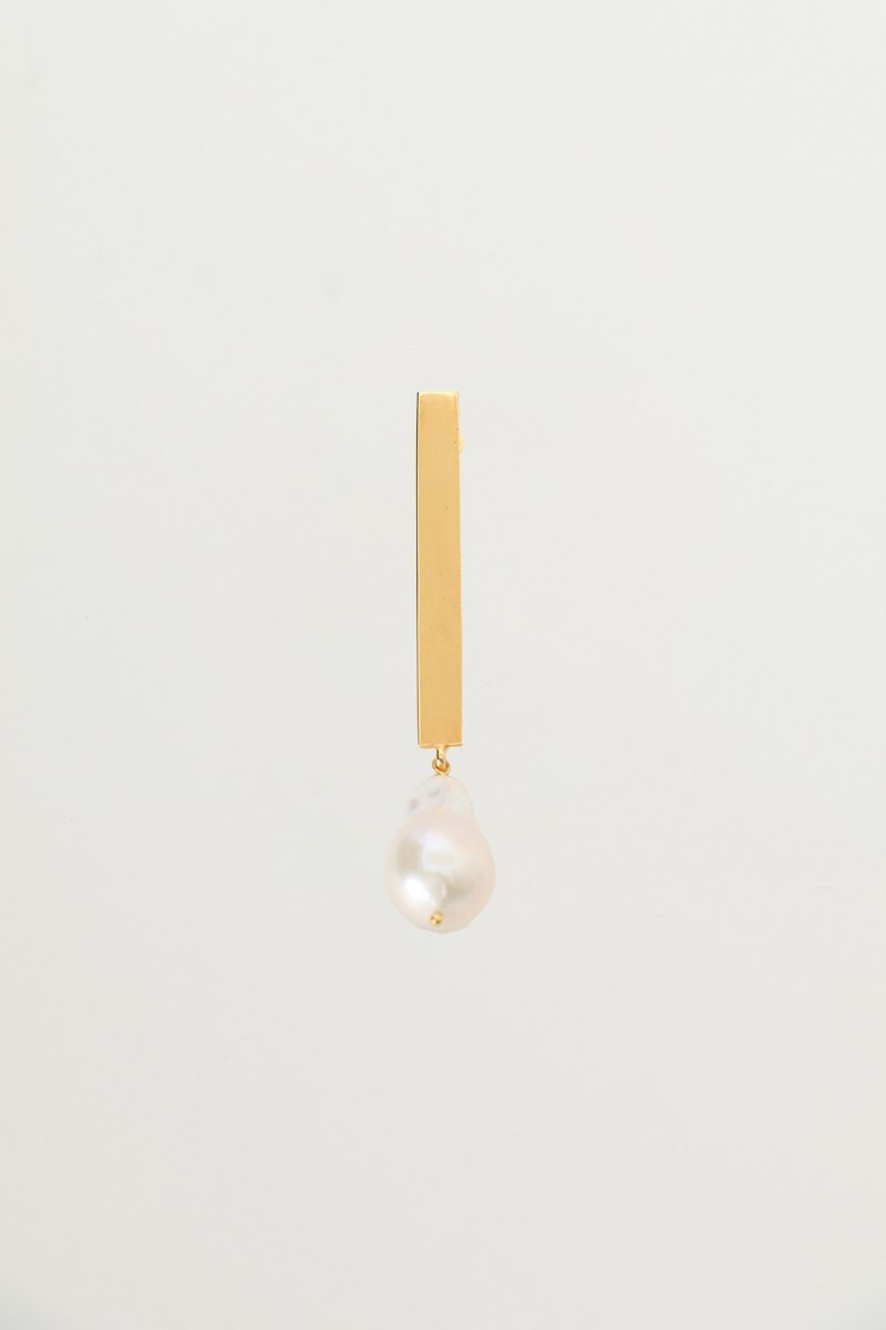 Baroque pearl stick earrings (Gold)