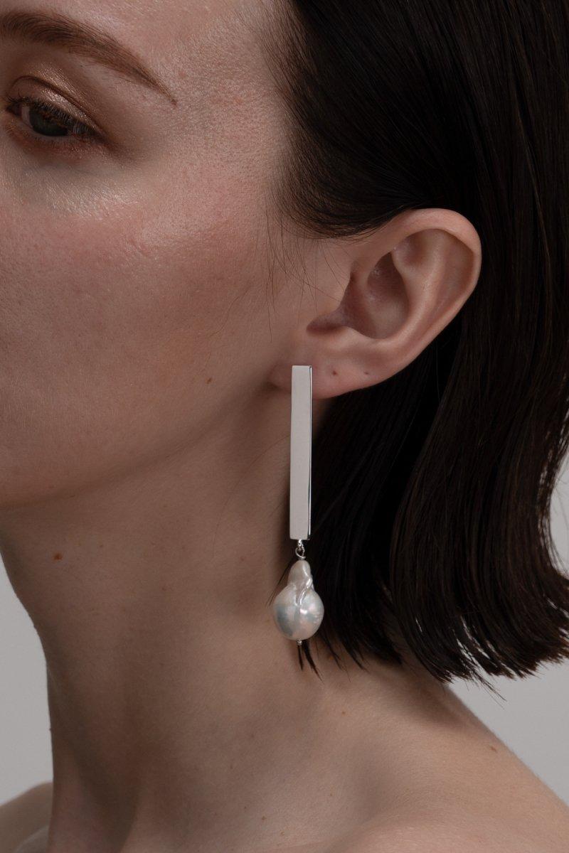 Baroque pearl stick pierce (Silver)