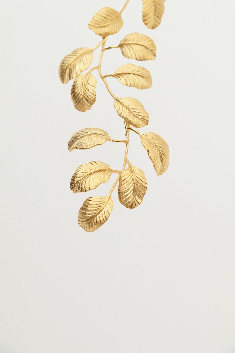 Leaf motif swing pierce