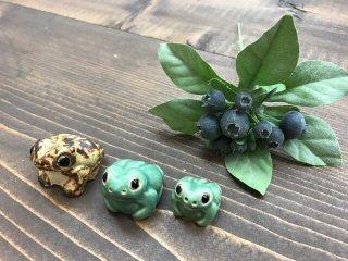 カエルの焼き物 ♪[ 3種類:茶色大・緑色大・緑色小 ]