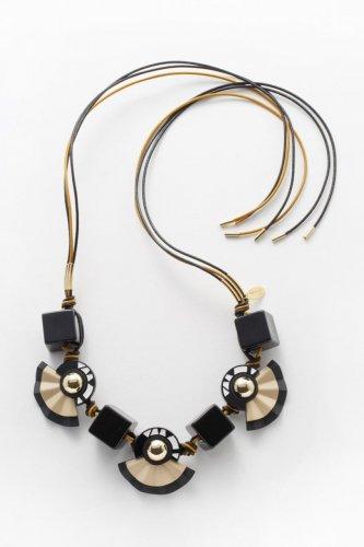 modish necklace
