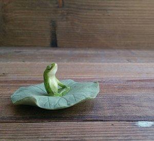 蛙のオーナメント ロータスの葉の上で瞑想中