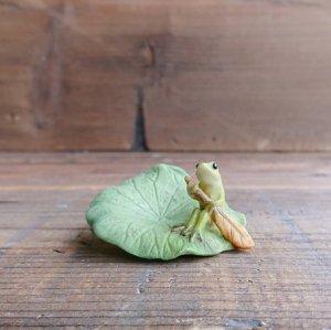 蛙のオーナメント 蓮をカヌーに