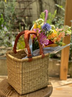 [限定] バスケットにお花を添えて