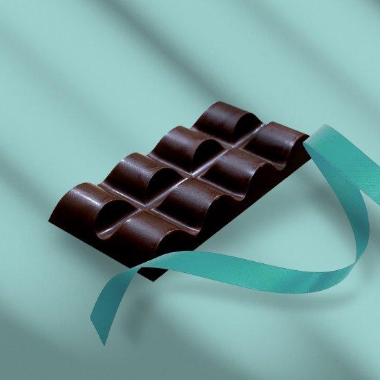 板チョコレート (ヘーゼルナッツ)。
