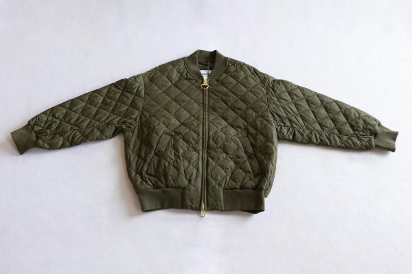 <img class='new_mark_img1' src='https://img.shop-pro.jp/img/new/icons1.gif' style='border:none;display:inline;margin:0px;padding:0px;width:auto;' />Barbour[バブアー] レディース キルトボンバージャケット OLIVE