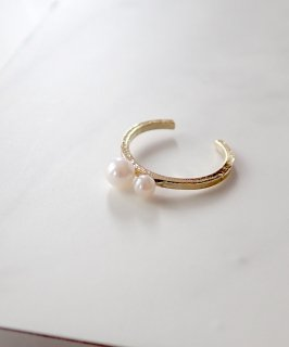 Ear cuff with pearl