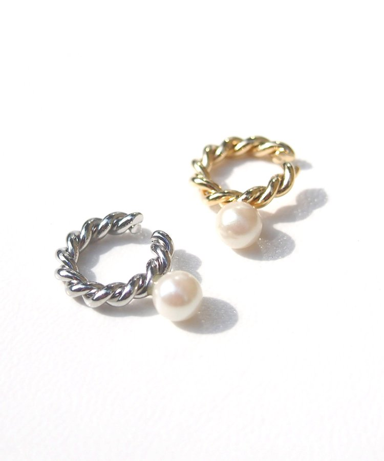 <img class='new_mark_img1' src='https://img.shop-pro.jp/img/new/icons8.gif' style='border:none;display:inline;margin:0px;padding:0px;width:auto;' />Pearl & metal ear cuff
