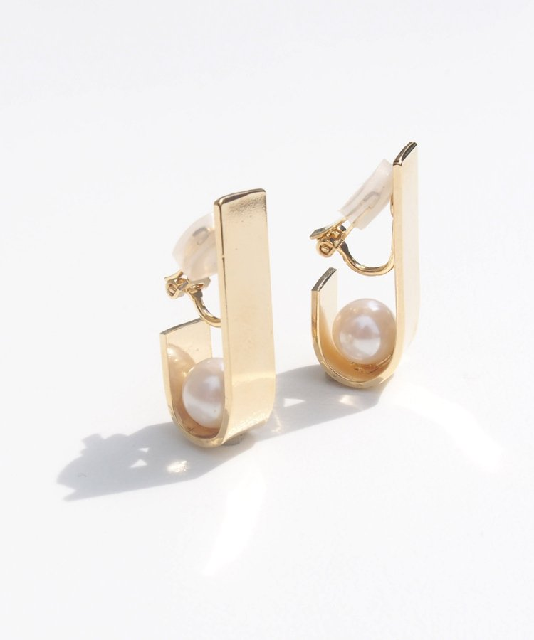 <img class='new_mark_img1' src='https://img.shop-pro.jp/img/new/icons8.gif' style='border:none;display:inline;margin:0px;padding:0px;width:auto;' />Plate×pearl earring