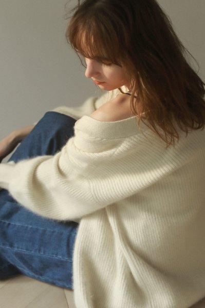 AMYER - Fluffy Knit V-neck Cardigan(White)
