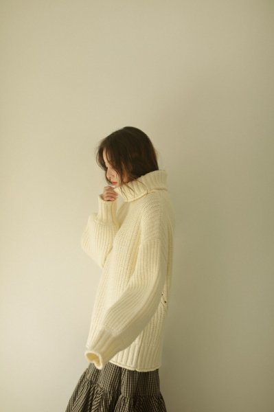 AMYER - Big Turtleneck Knit Pullover(White)