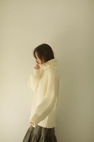 AMYER - Big Turtleneck Knit Pullover(White)