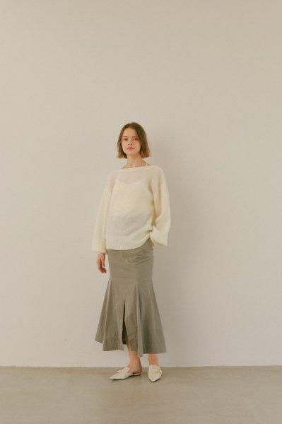 AMYER - Back V-neck Knit Top(White)