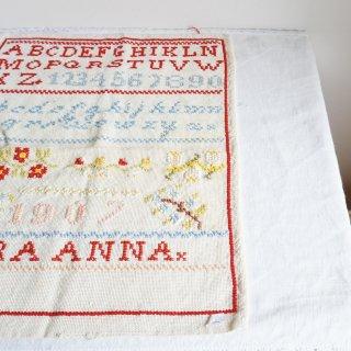ハンガリーのヴィンテージ刺繍ABCサンプラー