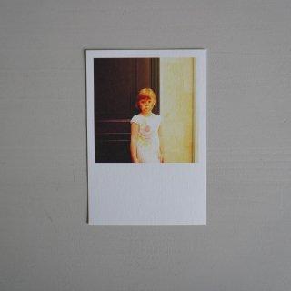 井岡美保撮影のポストカード 猫サーカスの少女