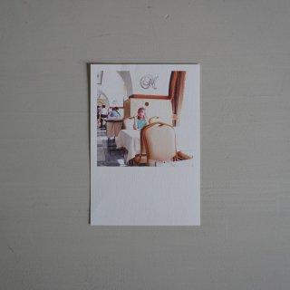 井岡美保撮影のポストカード レストランの少女
