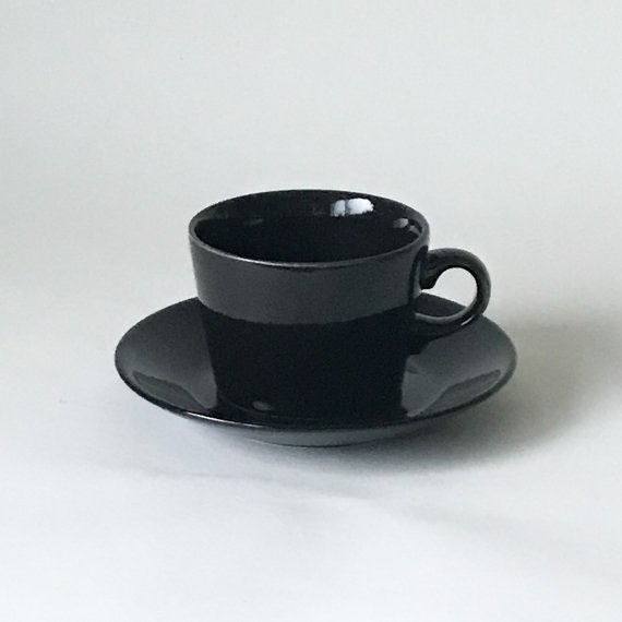 <img class='new_mark_img1' src='https://img.shop-pro.jp/img/new/icons6.gif' style='border:none;display:inline;margin:0px;padding:0px;width:auto;' />KILTA TEA CUP & SAUCER | black