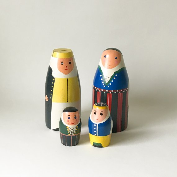 WOODEN FIGURINE FAMILY