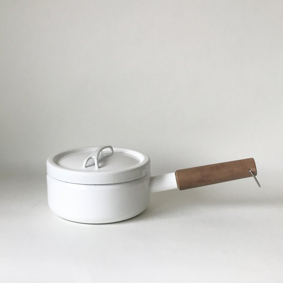 FINEL HANDLE PAN | white