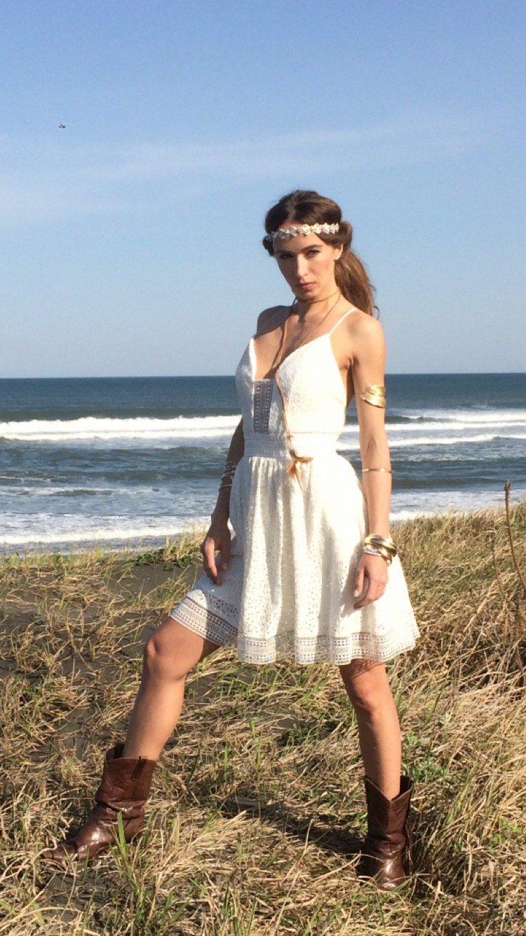 シースルートリムホワイトレースクロスバックドレス