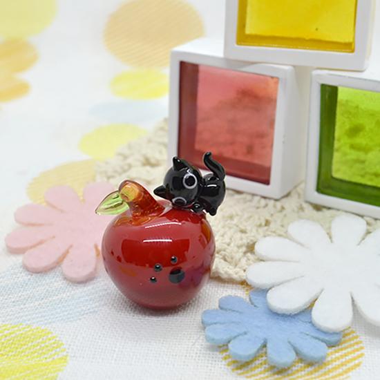 【ガラス細工】りんごと黒猫