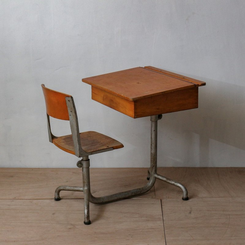 <img class='new_mark_img1' src='https://img.shop-pro.jp/img/new/icons20.gif' style='border:none;display:inline;margin:0px;padding:0px;width:auto;' />SCHOOL DESK & CHAIR<br>ヴィンテージ スクールデスク & チェア