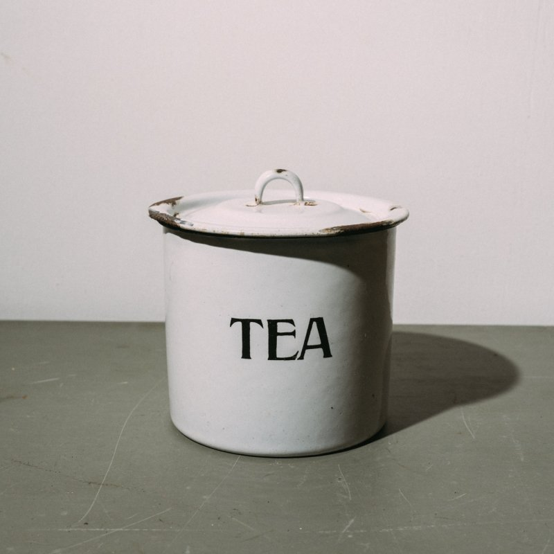 <img class='new_mark_img1' src='https://img.shop-pro.jp/img/new/icons23.gif' style='border:none;display:inline;margin:0px;padding:0px;width:auto;' />ENAMEL POT TEA <br>ホーロー ポット