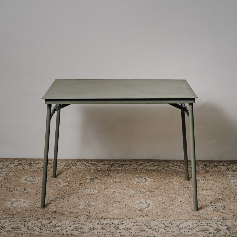 <img class='new_mark_img1' src='https://img.shop-pro.jp/img/new/icons14.gif' style='border:none;display:inline;margin:0px;padding:0px;width:auto;' />MILITARY FOLDING TABLE C <br> ヴィンテージ ミリタリー テーブル C