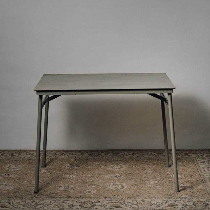 <img class='new_mark_img1' src='https://img.shop-pro.jp/img/new/icons14.gif' style='border:none;display:inline;margin:0px;padding:0px;width:auto;' />MILITARY FOLDING TABLE D <br> ヴィンテージ ミリタリー テーブル D