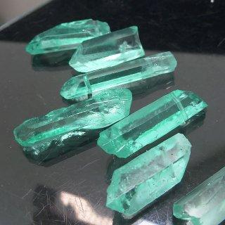 【1粒売り】水晶原石 ポイント グリーン わけあり 23-38x6-9mm cry_pt_w_g