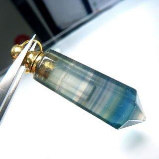 フローライト 香水ボトル ペンダントトップ ポイント型 flo_top_puf_03c
