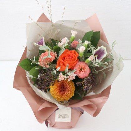 【秋の花贈り 敬老の日にもおすすめ】 立つ花束   オレンジ L