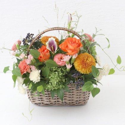 【秋の花贈り 敬老の日にもおすすめ】 バスケットアレンジ オレンジ L
