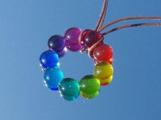 ガラスのリース『りーす【虹】』ネックレス【紐の色、長さ選べます】【受注制作】