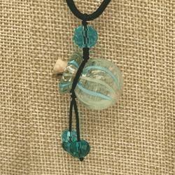 【SALE】 小さなガラス瓶のアロマペンダント 水色ストライプ・丸型(メール便可)長さ調節可能・香りを胸元に♪