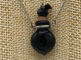 小さなガラス瓶のアロマペンダント SK05 ブラック(メール便可)香りを胸元に♪