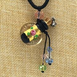 【SALE】 小さなガラス瓶のアロマペンダント  ブラック・小花金(メール便可)長さ調節可能・香りを胸元に♪