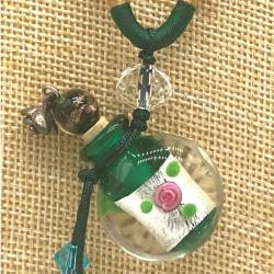 【SALE】 小さなガラス瓶のアロマペンダント  M11 グリーン(メール便可)長さ調節可能・香りを胸元に♪