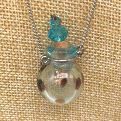 【メール便・送料無料】小さなガラス瓶のアロマペンダント PSK14 スカイブルー2種 ワードローブや気分に合わせて香りを胸元に。可愛いガラスのアクセント♪
