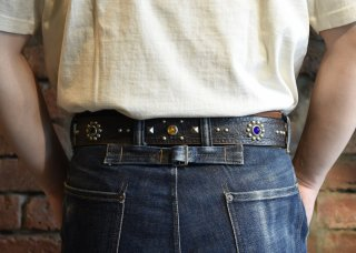 <img class='new_mark_img1' src='https://img.shop-pro.jp/img/new/icons50.gif' style='border:none;display:inline;margin:0px;padding:0px;width:auto;' />RAWHIDE STUDDED & JEWELED BELT Lot 101